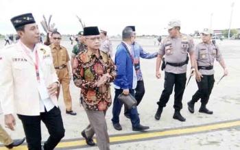 Pejabat Pemprov dan Pemko Jemput Kedatangan Ketua MPR Zulkifli Hasan di Bandara Tjilik Riwut, Senin (27/11/2017) pagi