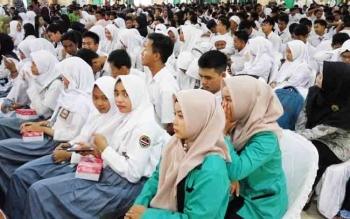 Ribuan siswa dari berbagai sekolah membanjiri kampus IAIN Palangka Raya untuk mengikuti Internasional Islamic Research Forum 2017, Senin (27/11/2017).