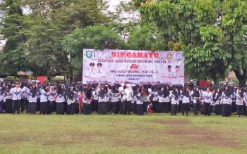 Ratusan guru saat mengikuti upacara HUT PGRI yang ke-72 dan HUT Guru yang ke-24.