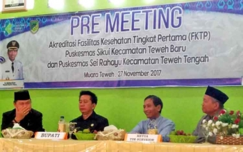 Bupati Barito Utara, Nadalsyah menghadiripre meeting akreditasi FKTP Puskesmas Sikui dan Sei Rahayu