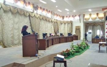 Juru Bicara Fraksi Demokrat, Rujana Anggraini membacakan pemandangan akhir fraksi terhdap Raperda APBD 2018