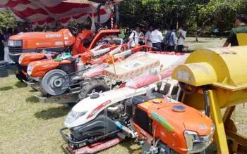 Alat mesin pertanian bantuan aspirasi DPR RI yang disalurkan kepada para poktan di Kabupaten Sukamara.