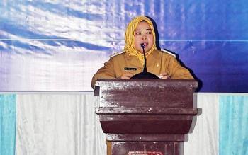 Bupati Kobar Nurhidayah saat membuka rapat teknis bidang sumber daya air di Aula Bappeda Kobar, Selasa (28/11/2017)