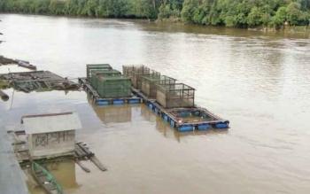 Salah satu keramba apung milik warga yang ada di sungai Lamandau, Nanga Bulik.