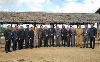 Bupati Nadalsyah saat bersama anggota DPRD Barito Utara