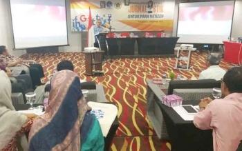 Kepala Dinas Komunikasi Informatika Statistik dan Persandian Kalteng Herson B Aden saat memberi sambutan pada seminar yang digelar Kominfo dan PWI pusat di Palangka Raya, Rabu (29/11/2017).