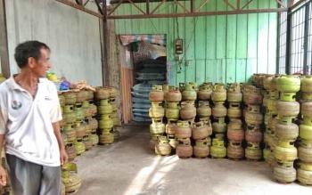 Pasokan gas melon yang baru datang di Pangkalan milik H Muksin. Jalan Tjilik Riwut, Kecamatan Selat, Kabupaten Kapuas.