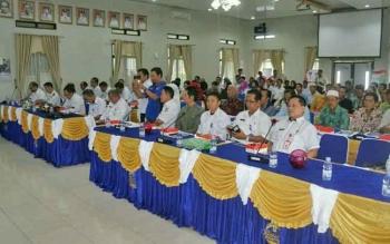 Para camat, lurah, dan ketua RT mengikuti sosialisasi perizinan, non perizinan dan penyusunan sistem pelayanan publik yang diadakan Dinas PMPTSP Kabupaten Barito Utara, Rabu (29/11/2017)