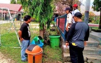 Tim P3E Kalimantan didampingi Kepala Dinas Lingkungan Hidup Kabupaten Barito Utara, Suriawan Prihandi dan Kabid Pengendalian Pencemaran dan Kerusakan Lingkungan Hidup, Nailil Fasihah saat melakukan penilaian