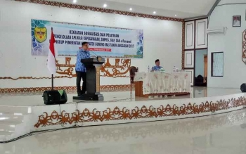 Wakil Bupati Rony Karlos saat menyampaikan sambutan saat Sosialisasi dan Pelatihan Pengelolaam Aplikasi Kepegawaian SIMPEG, SIAP dan e-personal, Rabu (29/11/2017)
