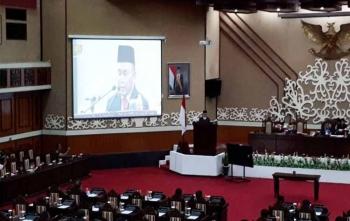 Gubernur Sampaikan pendapat akhir usai tandatangani RAPBD 2017 di gedung DPRD Kalteng, Rabu (29/11/2017) malam