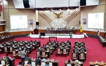 Rapat Paripurna ke 11 masa sidang III Rabu malam, gubernur menyampaikan pidato akhir atas RAPBD 2018