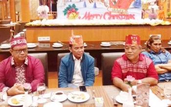 Ketua DAD Provinsi Kalteng, H Agustiar Sabran (jaket biru) bersama sejumlah pengurus DAD Kotim.
