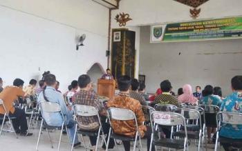 Ratusan pedagang mengikuti sosialisasi metrologian tertib ukur, takar, timbang, dan perlengkapan bagi pelaku usaha di Kota Buntok, Kabupaten Barito Selatan, Kamis (30/11/2017).