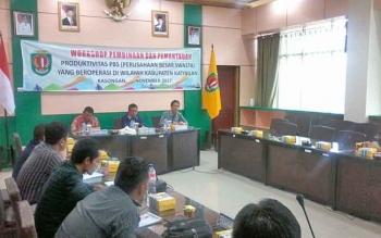 Suasana Lokakarya Pembinaan dan Pemantauan Produktivitas Perusahaan Besar Swasta di ruang rapat bupati Katingan, Kamis (30/11/2017).