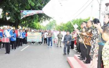 Pawai Lilin yang menandakan dimulainya perayaan Natal di Kapuas, Kamis (30/11/2017) sore.