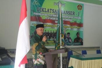 Ketua PC NU Lamandau, Kyai Hamim saat membuka Diklatsar Banser di Nanga Bulik, Jumat (1/12/2017).