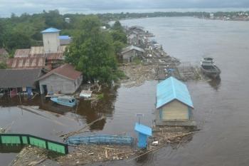 Debit air Sungai Katingan meninggi akibat hujan lebat dalam dua hari terakhir.