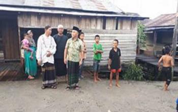 Gubernur Kalimantan Tengah, Sugianto Sabran saat berdialog dengan warga Kelurahan Pahandut Seberang, Kota Palangka Raya, Jumat (1/12/2017)