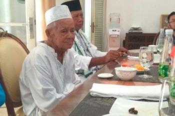 Kai Haji Bushro saat diajak Gubernur makan siang di Istana Isen Mulang, Jumat (1/12/2017).