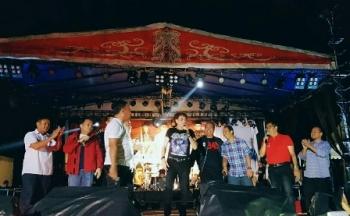 Band Godbles saat tampil di malam penutupan Festival Band Kebangsaan di Bundaran Besar, Kota Palangka Raya, Sabtu (2/12/2017) malam.