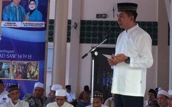 Bupati barito Utara H Nadalsyah menyampaikan sambutan dalam Maulid Nabi Muahammad SAW di Masjid Jami Muara Teweh, Minggu (3/12/2017).