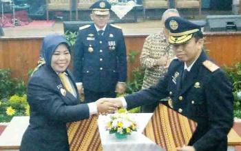 Bupati Kobar Nurhidayah dan Ketua STTD Bekasi Suharto saat penandatanganan MoU guna memenuhi kebutuhan SDM bidang perhubungan darat