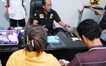 Pasangan suami istri diamankan di aparat BNN Kota Palangka Raya karena menjual sabu.