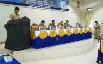 Kepala Dinsos PMD Barito Utara Sugianto Panala Putra saat menyampaikan sambutan pada pelantikan tiga kepala desa di aula Bapedda, Selasa (5/12/2017).