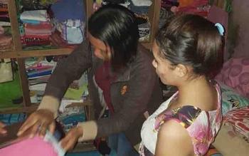 Petugas memeriksa ruangan narapidana di Lapas Klas IIb Sampit, yang kedapatan menyembunyikan sabu.