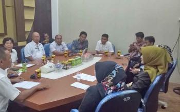 Anggota DPRD Provinsi Kalteng saat menerima masukan dan aspirasi dari pemerintah daerah Sukamara di Ruang Rapat Bupati.