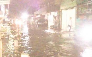 Inilah genangan air yang pasang di sekitaran wilayah Kota Kapuas, Rabu (6/12/2017) pukul 23.00 WIB.