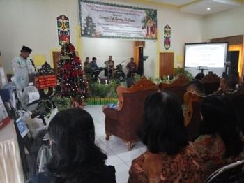 Perayaan Natal keluarga besar aparatur sipil negara di lingkungan Kecamatan Pahandut, Kamis (7/12/2017).