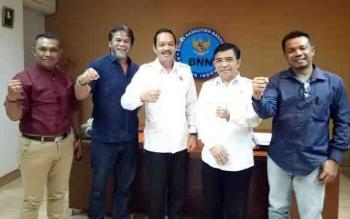 Pengurus Sikat Narkoba Sampit bersama Deputi Bidang Pemberantasan Badan Narkotika Nasional (BNN) Irjen Pol Arman Depari.