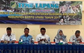 DKPP Kabupaten Barito Utara menggelar temu lapang monitoring dan evaluasi percontohan budidaya air tawar di aula NU, Jalan Yetro Sinseng, Muara Teweh, Jumat (8/12/2017).