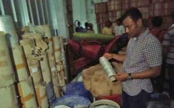 Penggerebekan pada sebuah gudang di Banten, hasil pengembangan pengungkapan dua truk zenith di Sampit.