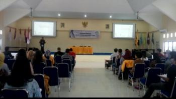 Rektor Untama Jeffrie Wattimena membuka secara resmi kegiatan sekolah pasar modal di Untama, Sabtu (9/12/2017)