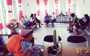 Suasana ruang tunggu RSUD Lamandau yang dipadati pengunjung, Selasa (12/12/2017)