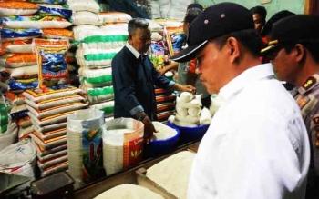 Tim Satuan Tugas (Satgas) Pangan Kalimantan Tengah melakukan pengecekan harga kebutuhan pokok di dua pasa, Rabu (13/12/2017).