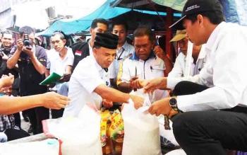 Tim Satgas Pangan Kalimantan Tengah saat mengecek harga kebutuhan pokok di pasar di Kota Palangka Raya
