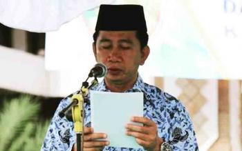 Bupati Barito Utara, H Nadalsyah saat memberikan himbauan kepada seluruh ASN dalam kegiatan upacara.