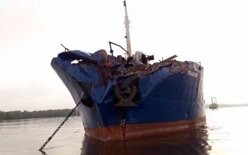 Kerusakan di KM Maju 88 bermuatan 2.000 ton pupuk, setelah bertabrakan dengan KM Kelimutu yang bermuatan 511 penumpang di DAS Mentaya, Rabu (13/12/2017).