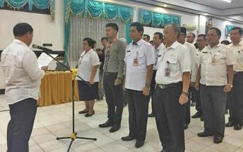 Plt Sekda Kotawaringin Timur Halikinnor melantik kepengurusan TPKAD, Rabu (13/12/2017).
