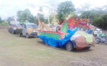 Mobil hias dalam rangka Mamapas Lewu dan Mampakanan Sahur di Taman Miniatur Budaya Sampit.