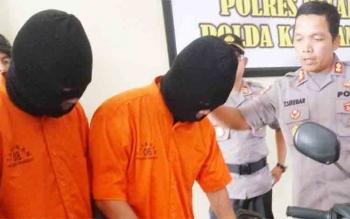 Kapolres Palangka Raya AKBP Timbul Rein Krisman Siregar ketika mengintrogasi penjambret.