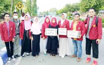 Ikatan Mahasiswa Muhamadiyah Barito Utara saat melakukan kegiatan galang dana untuk Aufa, Kamis (14/12/2017)