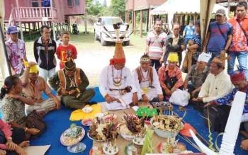 Ritual Mamapas Lewu dan Mampakanan Sahur.