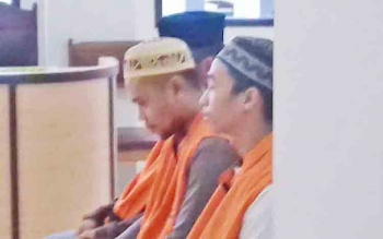 Ahmad Badarudin alias Amat alias Mandra, Eryandi alias Kalon dan M Sajeli alias Jali saat jalani sidang