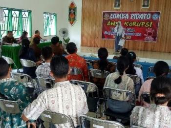 Lomba pidato anti korupsi di aula Kejari Gunung Mas, Kamis (14/12/2017).
