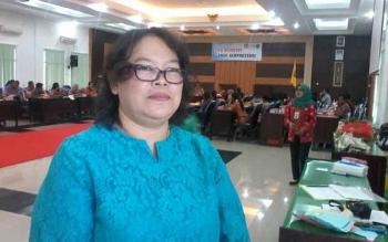 Ketua panitia seminar tentang gizi, Intan, saat memberikan keterangan kepada wartawan, Kamis (14/12/2017).